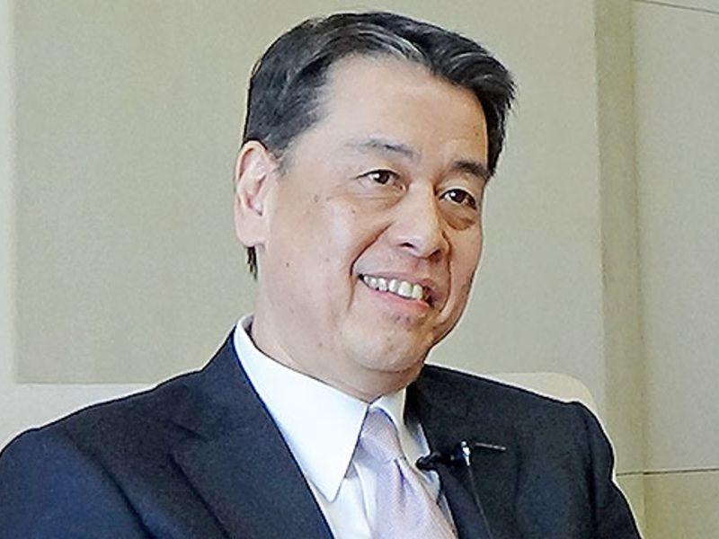 Nissan-CEO Makoto Uchida stelt Macron in Frankrijk gerust over Renault-alliantie